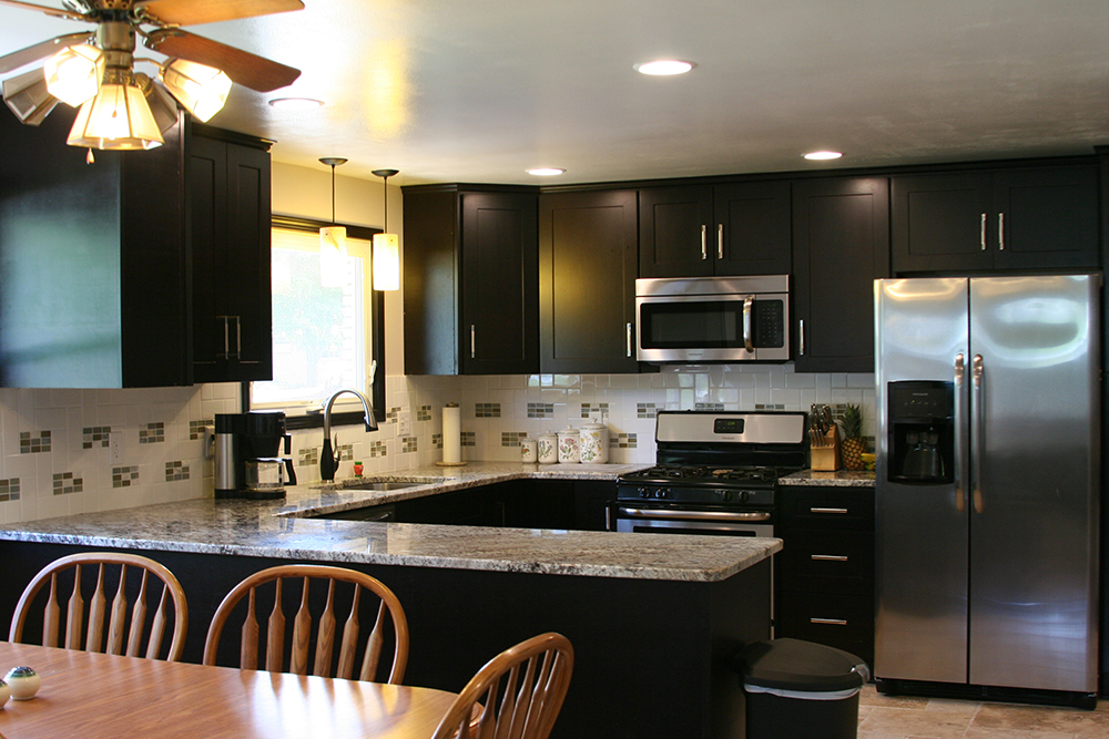 About us nashville wholesale cabinets warehouse for Cheap kitchen cabinets nashville tn
